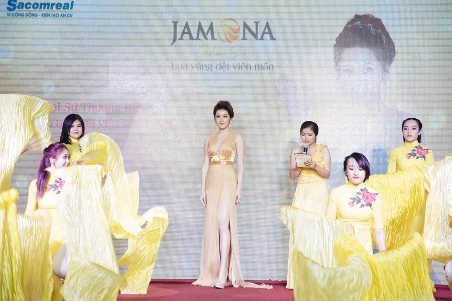 Huyền My tại sự kiện ra mắt dự án Jamona Golden Silk 11/7