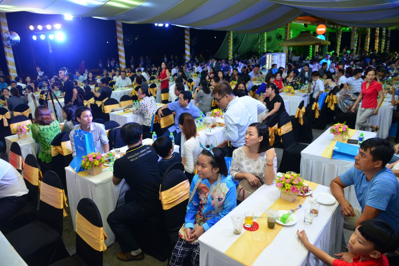 Đông đảo khách hàng tham gia sự kiện mở bán đợt cuối Jamona Golden Silk